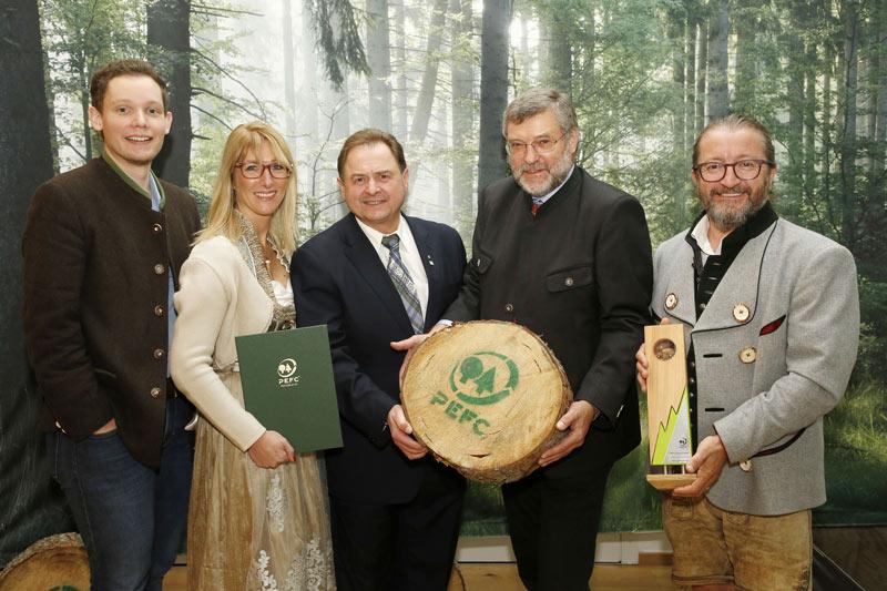Herbert Laßnig nimmt PEFC Award entgegen
