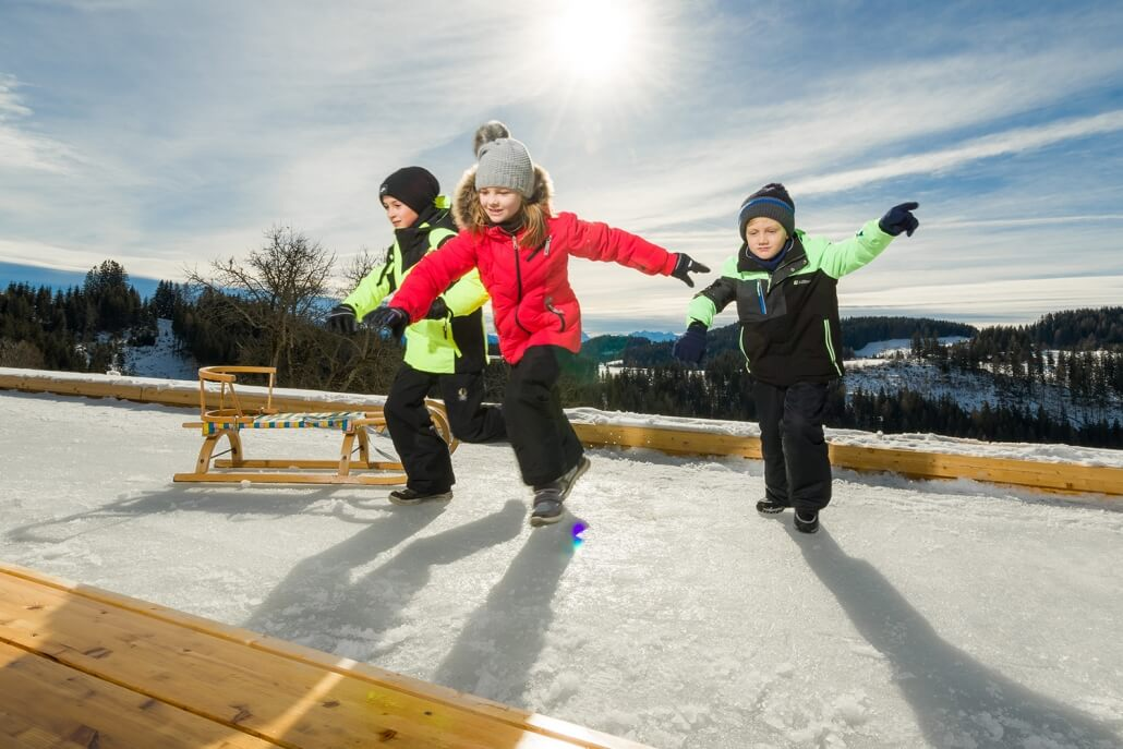 Eislaufen am Holc Naturpool